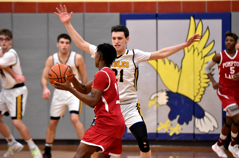 Isaac Reitz closes out on defense in a game during the 2019-2020 season.