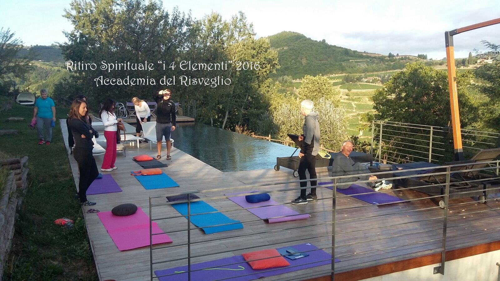 Yoga a bordo piscina