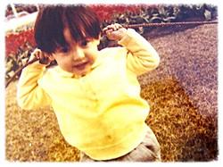 僕も2歳の頃は可愛かったのに…
