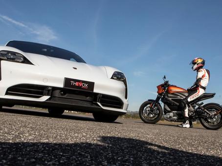 La carrera entre un Porsche Taycan Turbo y una Harley-Davidson LiveWire arroja un claro ganador