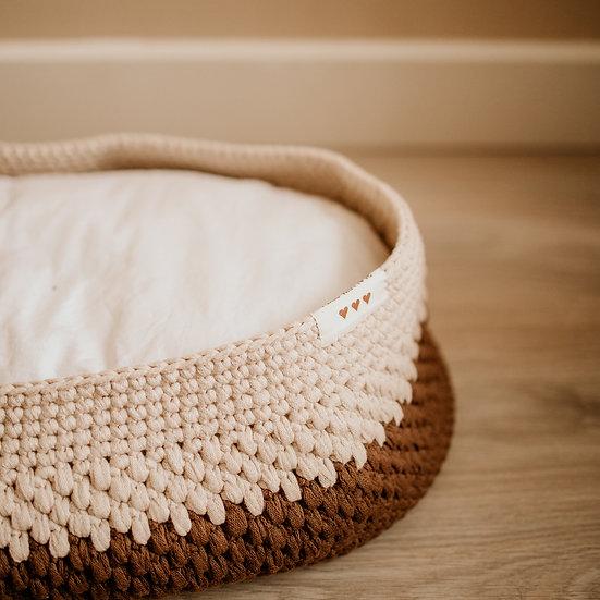 Newborn foto-prop : 'ribbon' mand in ecru/bruin.