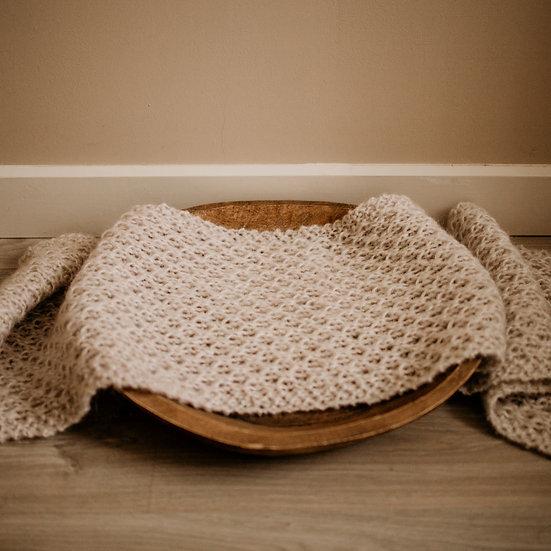 Newborn foto-prop : dekentje of wrap in beige.