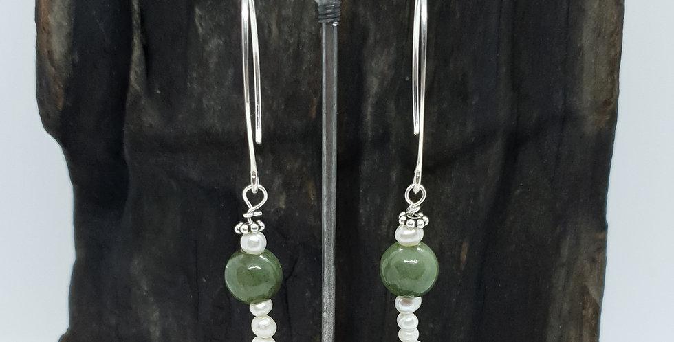 Ørehængere med dybgrøn jade og perler