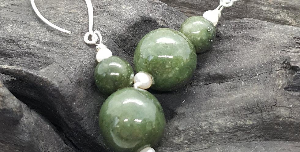 Ørehængere med jade og perle