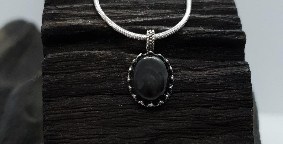 Sølvhalskæde med sort spinel