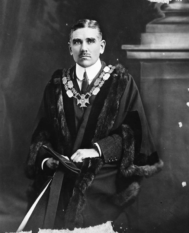 Hotel 1: Given it's close proximity to the Auckland Town Hall, the Market Hotel would have no doubt hosted many of Auckland's most important people for relaxation or a spot of business over a drink or two. (portrait of Sir James H Gunson, Mayor of Auckland, 1915-1925 in his mayoral chain)