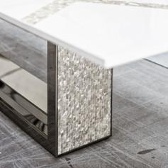 Tavolo in acciaio a specchio, madreperla e legno laccato, particolare inserti in madreperla