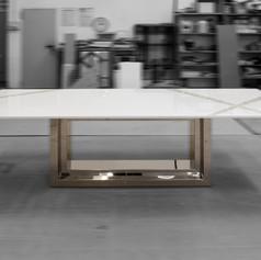 Tavolo in acciaio a specchio, madreperla e legno laccato