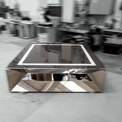 Mobile basso in acciaio a specchio con piano in vetro retroverniciato
