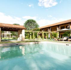 Corte ristrutturata, zona piscina e solarium