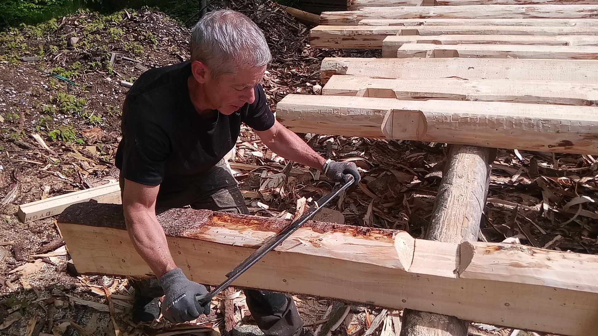Afbarkning af tømmer