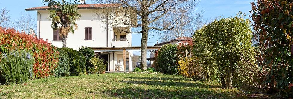 Villa con ottime finiture ed ampio giardino privato, Carpena, Forlì