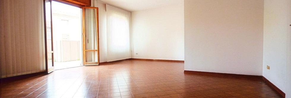 Luminoso appartamento con ampio terrazzo, Via Cairoli, Forlì