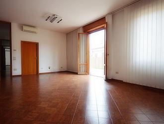 Luminoso appartamento con ampio terrazzo