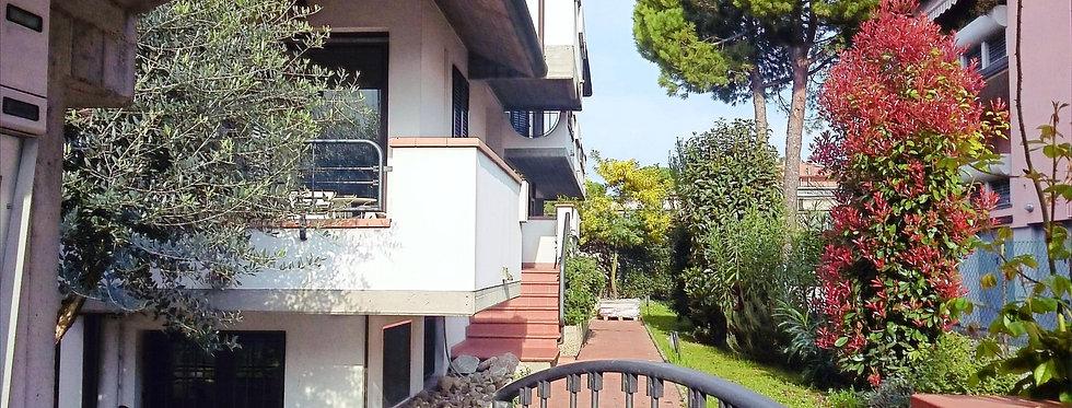 Ampio villa bifamiliare ben tenuta, Buscherini, Forlì
