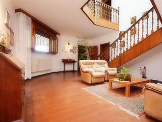 Villa bifamiliare con ampio giardino pri