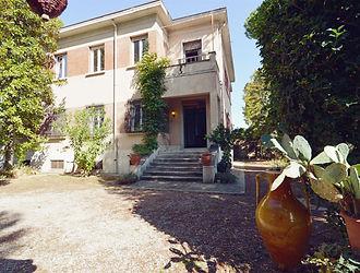 Ampio_porzione_di_villa_in_stile raziona