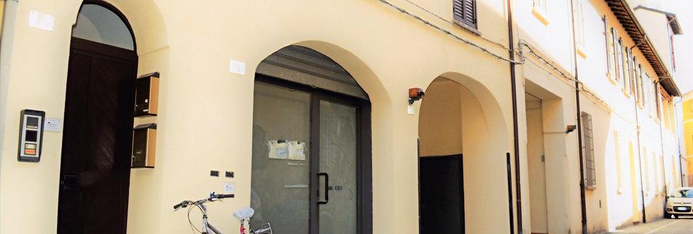 Negozio ben tenuto nelle immediate vicinanze del Teatro Diego Fabbri, Forlì