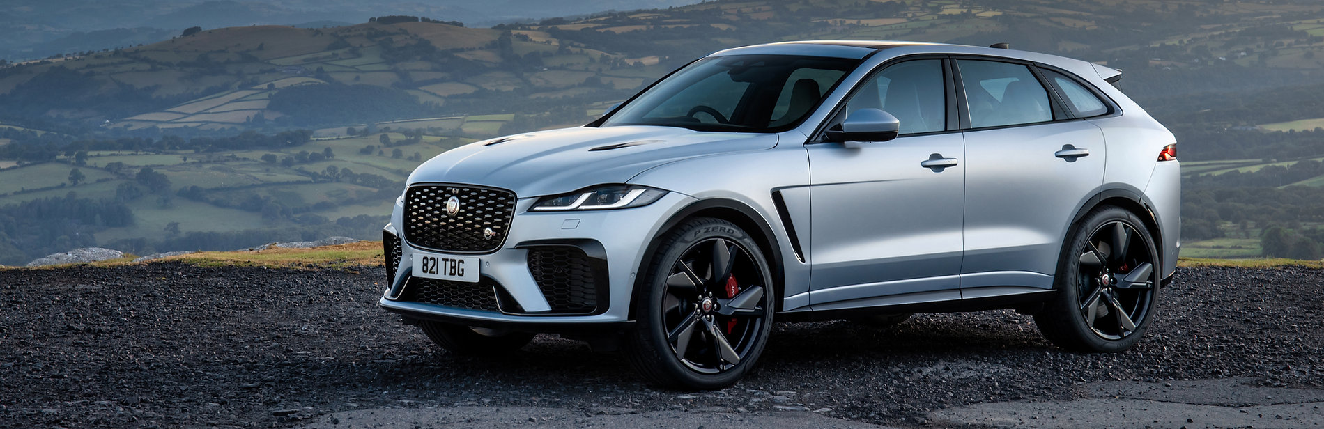 Jag_F-PACE_SVR_22MY_Exterior_Front_3-4_001_ND_110821.jpg