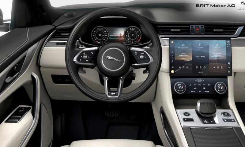 Noul Jaguar F-PACE