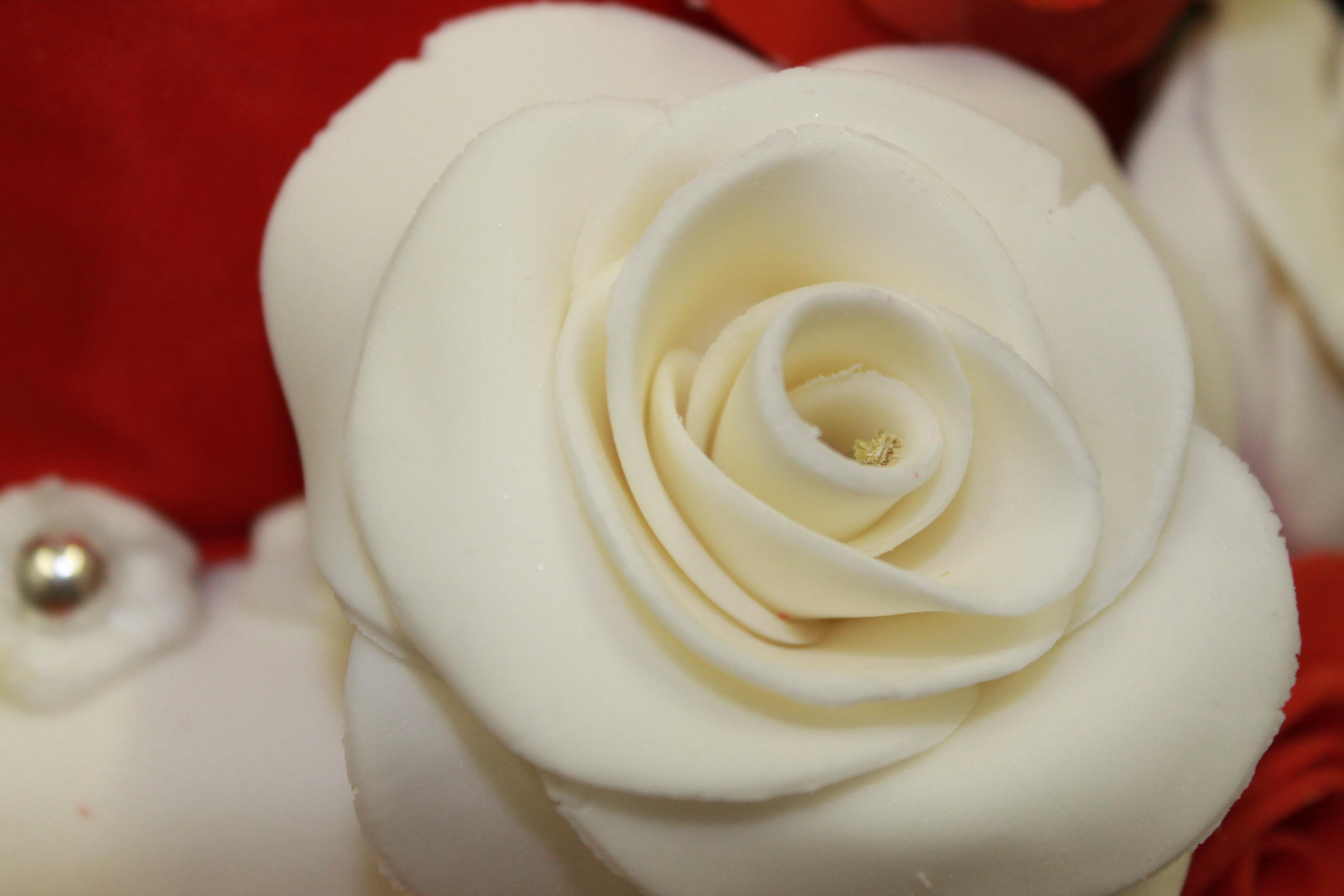 Détail rose en pâte à sucre