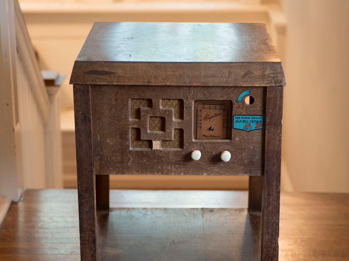 Table radio.jpg