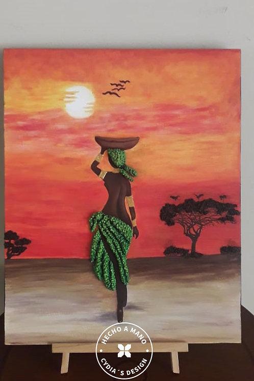 Silueta de africana hacia atardecer
