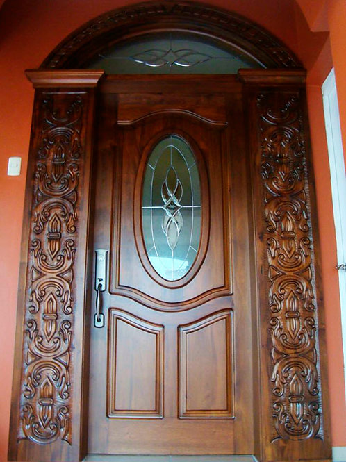 Puerta con vitral  medio punto