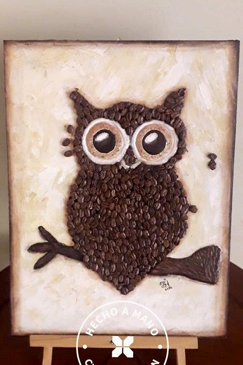 Búho con granos de café