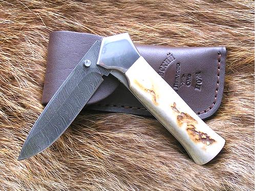 Охотничий складной нож из дамасской стали ДС 147
