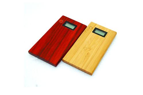 Деревянный внешний аккумулятор для мобильных