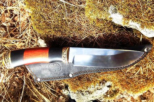 """Кованый нож """"Охотник"""" с литьем из латуни"""