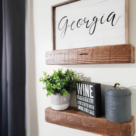 Simple 4 Styling Tips for Floating Shelves