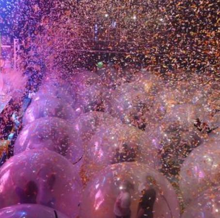 "Concert Goers Enjoy Live Flaming Lips Concert Inside ""Full-Body Condom"""