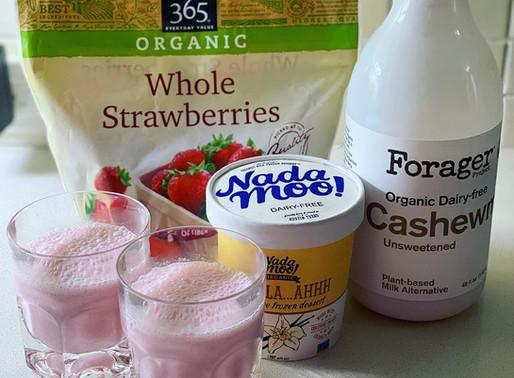 Vegan Strawberry Milkshake🍓🍨