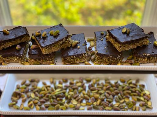No-Bake Chocolate Pistachio Bars 🍫