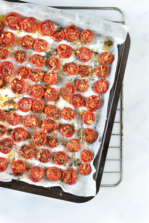 Gedroogde-tomaatjes-uit-de-oven-met-tijm