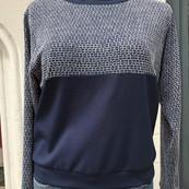 Bequemer Pulli aus etwas dickerem Jersey, Dunkelblau mit blau-weißem Strickstoff organic cotton, VI, PES  119 Euro