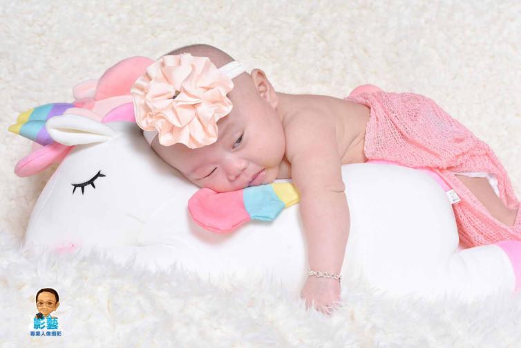影藝攝影社-嬰兒攝影-偷看.jpg