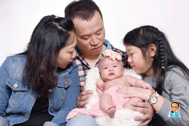 影藝攝影社-嬰兒攝影-全家.jpg