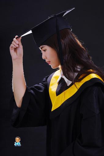 影藝攝影-高雄學碩士照系列-學士個人紀念照 黑底.jpg
