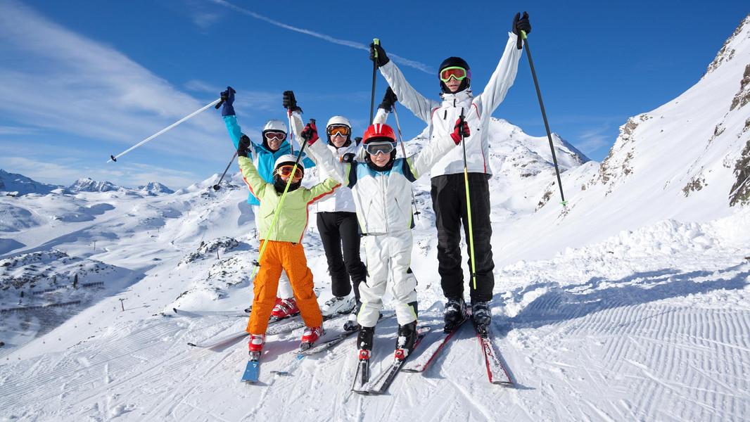 Family-Skiers.jpg
