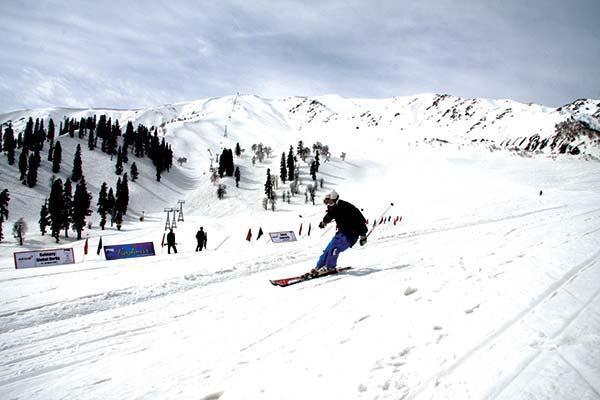 Skiing-in-Gulmarg.jpg