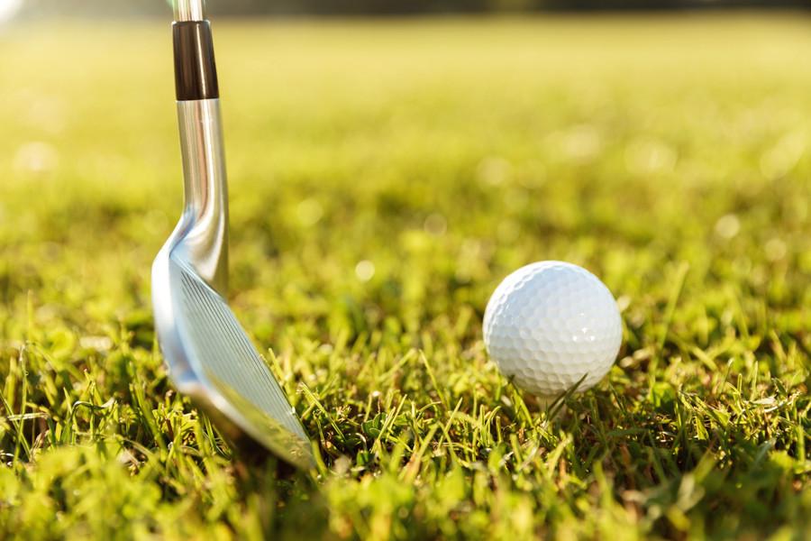 golf-club-ball-green-grass.jpg