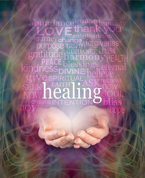 אילוסטרציה - ידיים מושטות ועליהו ן מילים רוחניות