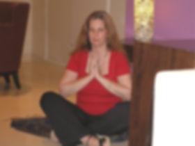 אריאלה ארדיטי עושה מדיטציה