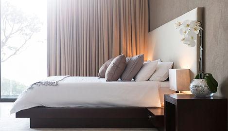slaapkamer met curtians