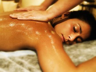 Les atouts du massage au miel