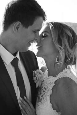 Bride and Groom kissing photoshoot
