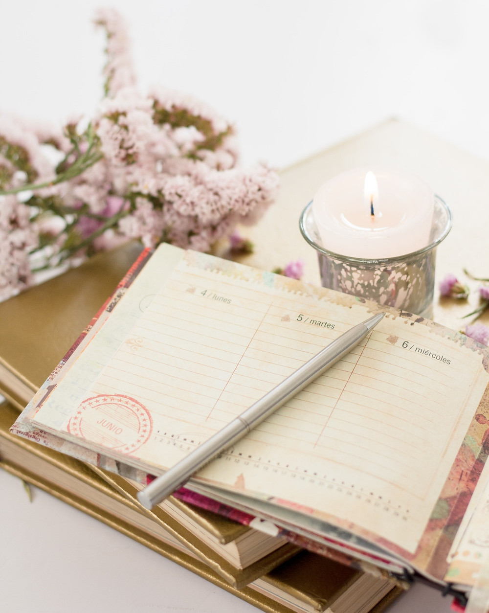 Notebook and pen - how to overcome the fear of change